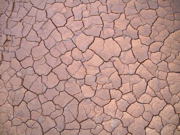 Clay_cracked Wikicommons
