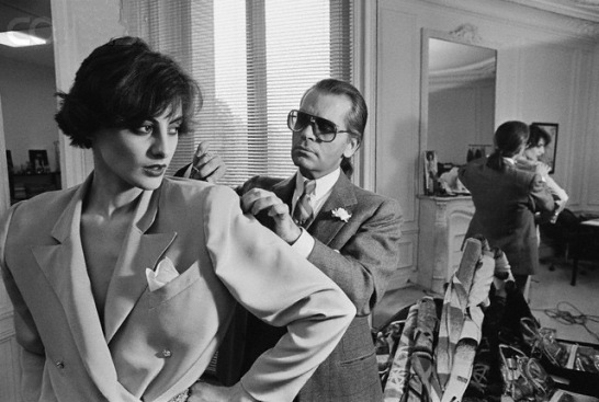 11 Apr 1983, Paris, France --- Karl Lagerfeld fits one of his designs on top model Ines de la Fressange at Chloe's Paris studio. --- Image by © Pierre Vauthey/CORBIS SYGMA
