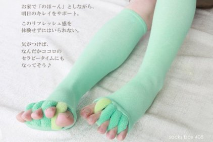 toe-stretcher-beauty-stockings-socks-1